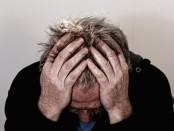 O Suicídio atinge mais homens e pessoas entre 15 a 29 e acima de 65 anos, enquanto depressão ocorre mais em mulheres - É a segunda causa de morte entre jovens com 15 a 29 anos, suicídio faz mais de 800 mil vítimas anualmente, de acordo com a Organização Mundial de Saúde.