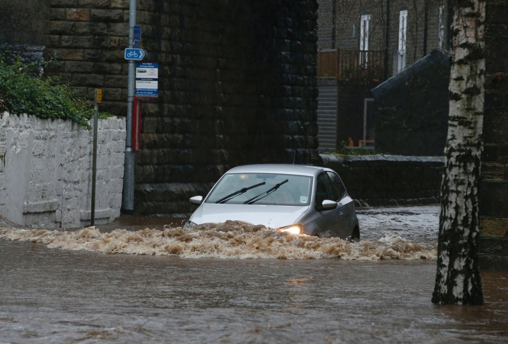 carro na enchente