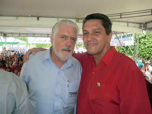Prefeito Zé Raimundo (Vermelho) ao lado do Governador Jaques Wagner
