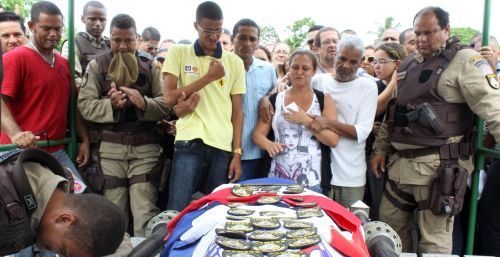 1121,sepultamento-do-policial-da-gemeos-009