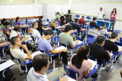 NOT-16-215-candidatos-fazem-hoje-o-concurso-da-caixa-economica-federal-no-piaui1335097420_400_266
