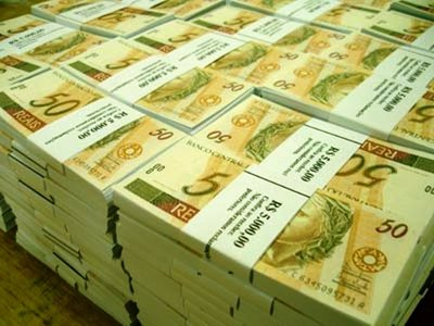 dinheiro-em-pilhas