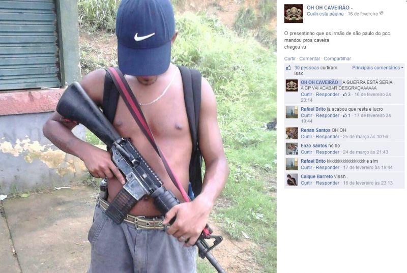 Traficantes de Salvador se exibem com armas e bolos de