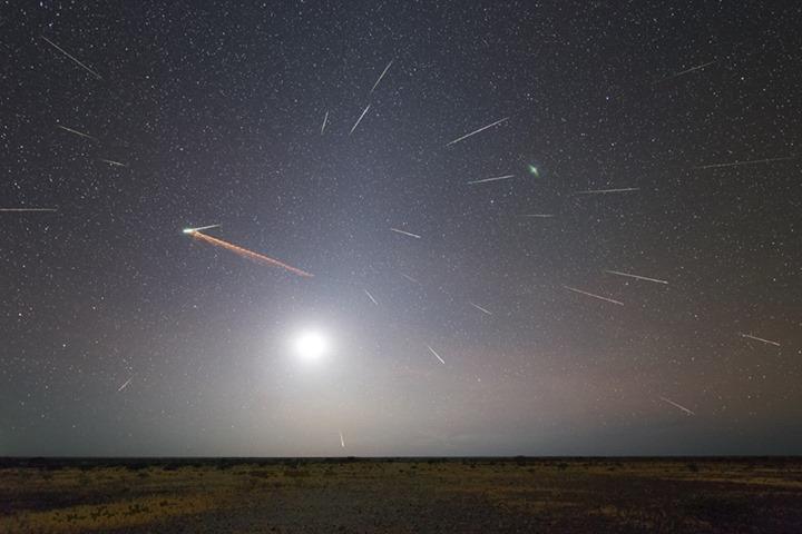meteors-Eta-Aquarids-composite-Colin-Legg-5-6-2013