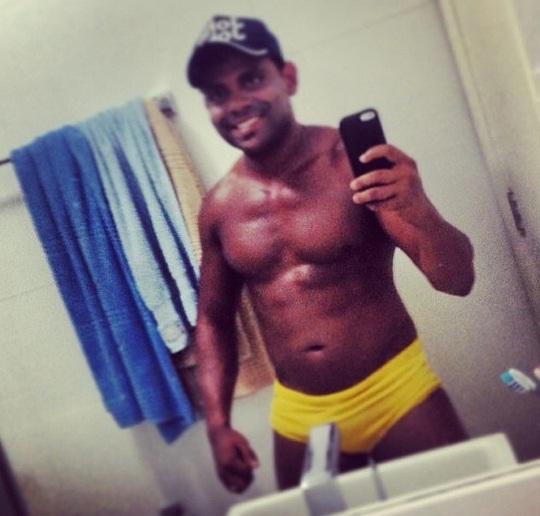 Ele voltou? Pablo é zuado na web após foto de cueca amarela ser postada no Instagram