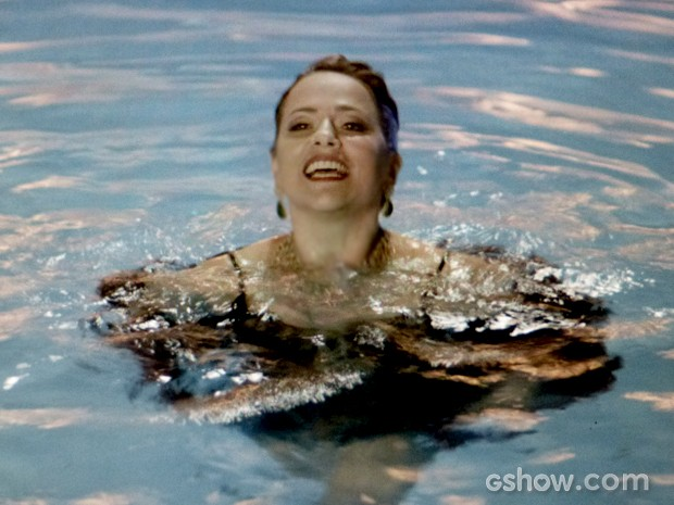 shirley-na-piscina