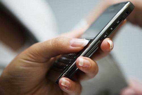 mulher-com-celular-