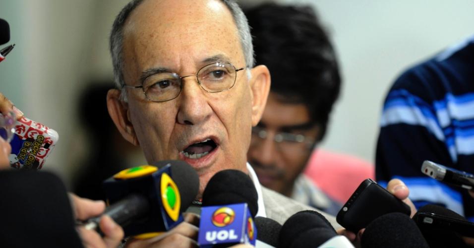 8dez2012---presidente-do-pt-rui-falcao-da-entrevista-coletiva-durante-reuniao-do-diretorio-nacional-em-brasilia-1354979895791_956x500