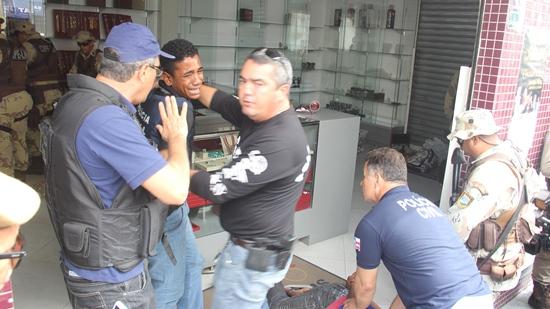 bandidos-se-entregam-a-Polícia-2