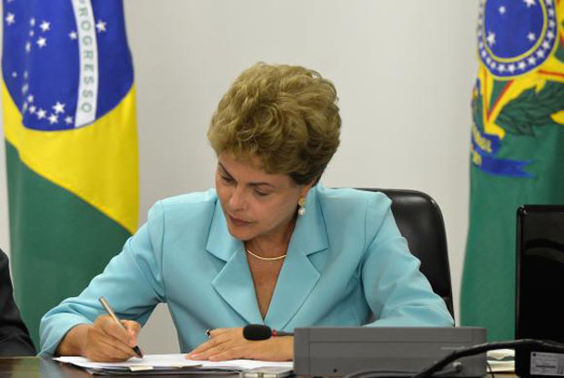 RTEmagicC_Dilma-trabalho2.jpg