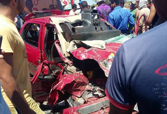 carro-acidente-na-ba-052-1