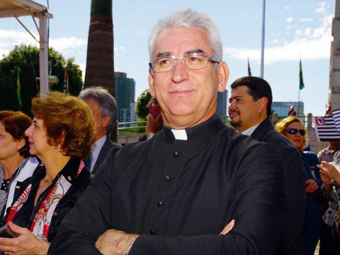 alx_brasil-padre-osvaldo-palopito-20090709-001_original