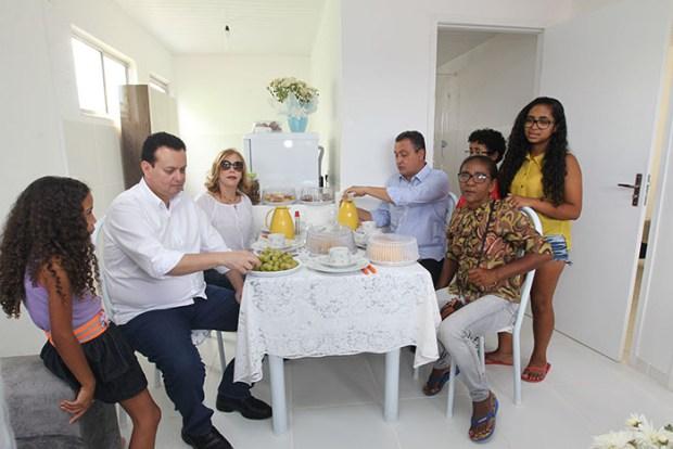 Mais-de-300-familias-recebem-casa-propria-em-Euclides-da-Cunha-4
