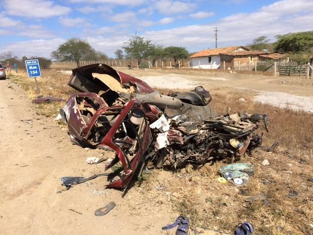 acidente_entre_carro_e_onibus