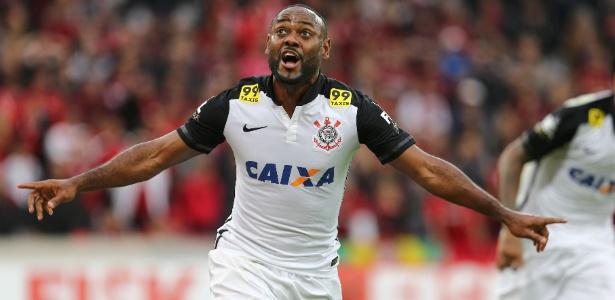 vagner-love-do-corinthians-comemora-apos-marcar-o-seu-segundo-gol-durante-partida-contra-o-atletico-pr-pelo-brasileirao-1445197627083_615x300