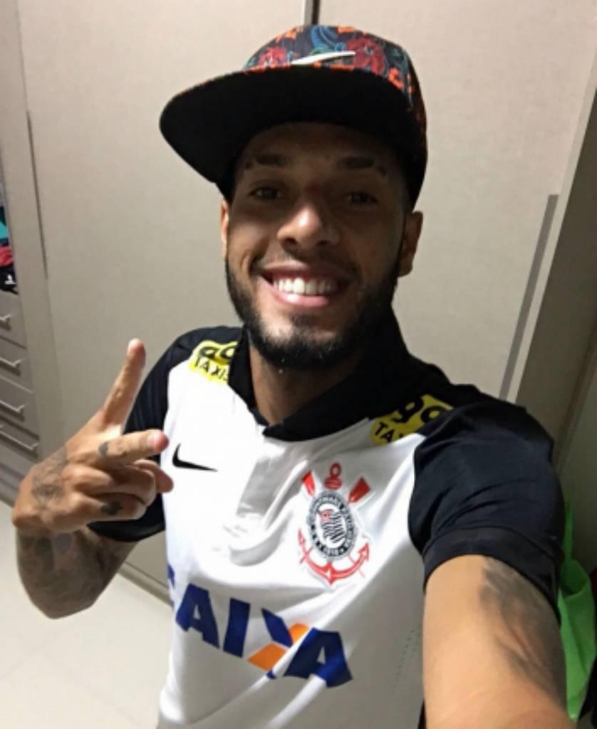 paulinho-838x1024