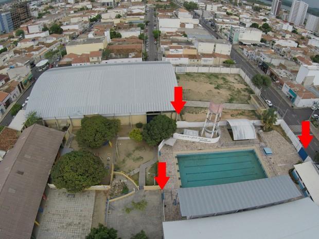 Portões que tiveram as chaves desaparecidas dias antes do crime (Foto: Divulgação/Polícia Civil)
