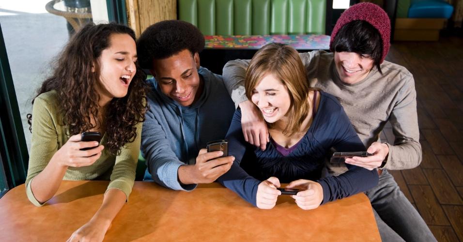 adolescentes-jovens-celulares-mensagens-1421696267437_956x500