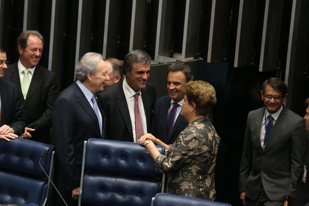 3834393903-aecio-conversa-com-dilma-cardozo-e-lewandowski-na-sessao-do-impeachment-ae