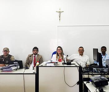 A juíza Mariana Martin presidiu a sessão da comarca de Cansanção; o réu está preso no Conjunto Penal de Feira de Santana