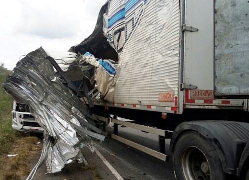 carretas envolvidas no acidente