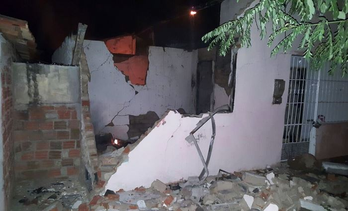 casa destruída em Valente 1