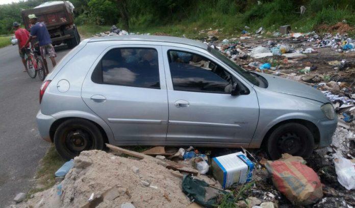 lixo carro1 696x408 1