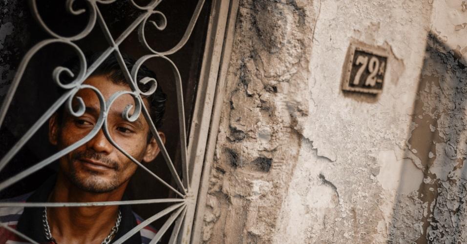20mar2017 heberson lima de oliveira em sua casa no bairro compensa na zona oeste de manaus ele contraiu o virus do hiv apos ser preso injustamente em 2003