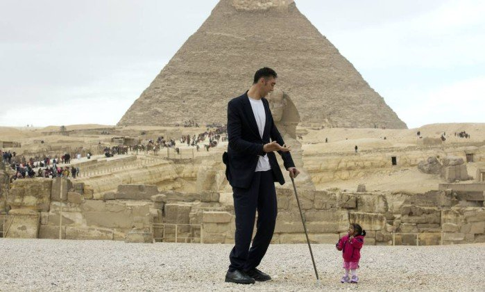 x74498229 Sultan Kosen from Turkey 34 the tallest man on earth according to the Guinness World Record.jpg.pagespeed.ic .iajoQ hnI