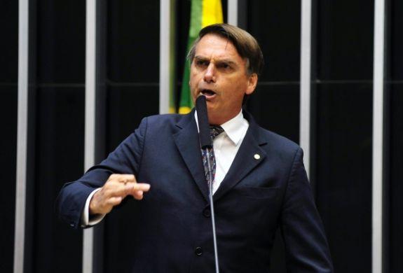 Em discurso no Par Bolsonaro promete arma para todos