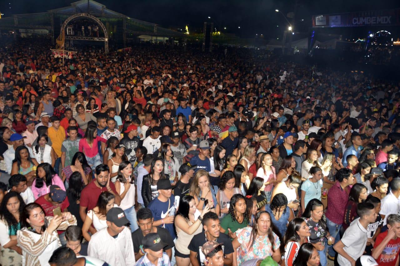 A praça do Forródromo ficou completamente lotada nesta última noite de festa. Foto Gabriel Silva Ag Fred Pontes