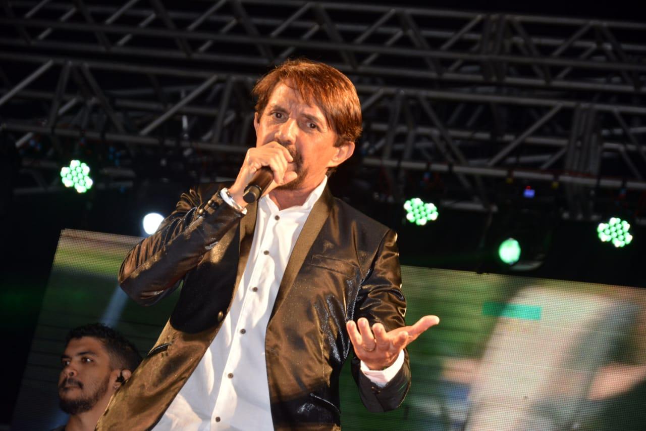 Adelmário Coelho palco. Foto Gabriel Silva Ag Fred Pontes