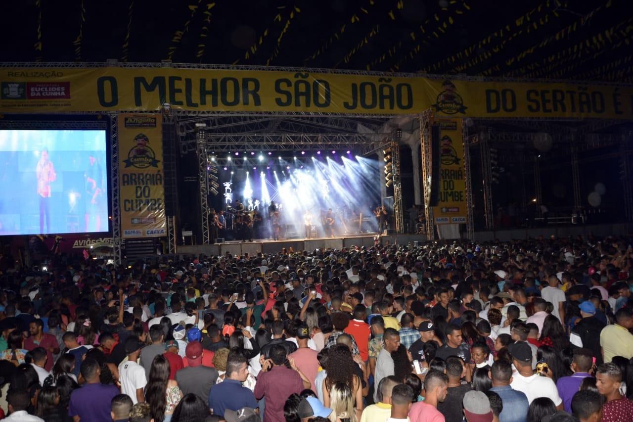 Praça completamente lotada durante o show do Aviões do Forró. Foto Gabriel Silva Ag Fred Pontes