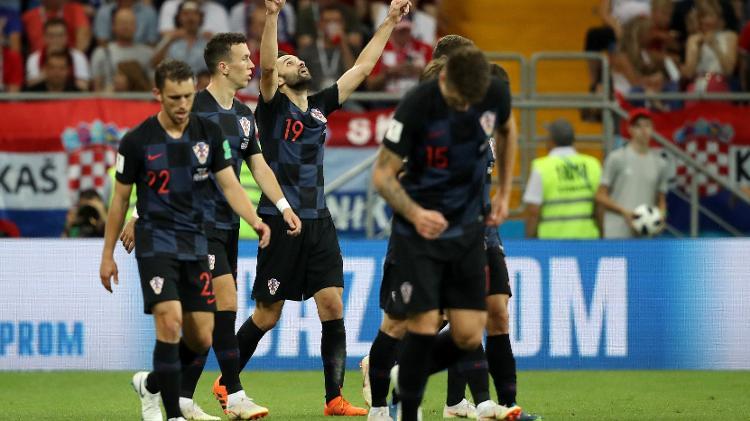 milan badelj da croacia comemora o primeiro gol de sua equipe