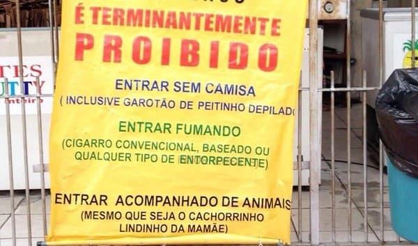 15 placas tão sinceras que só poderiam ter sido criadas pelos brasileiros mesmo 13