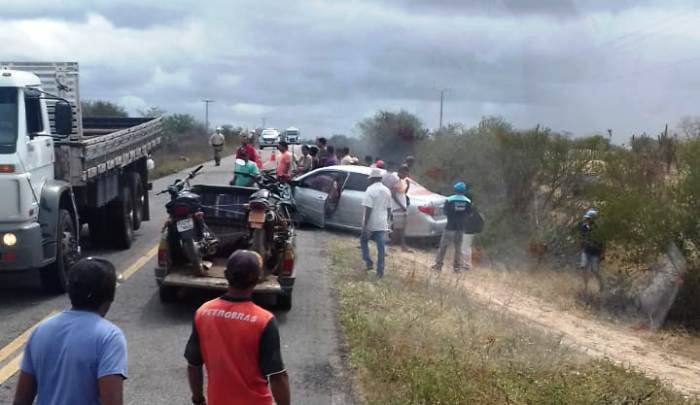 acidente com carro placa de coité