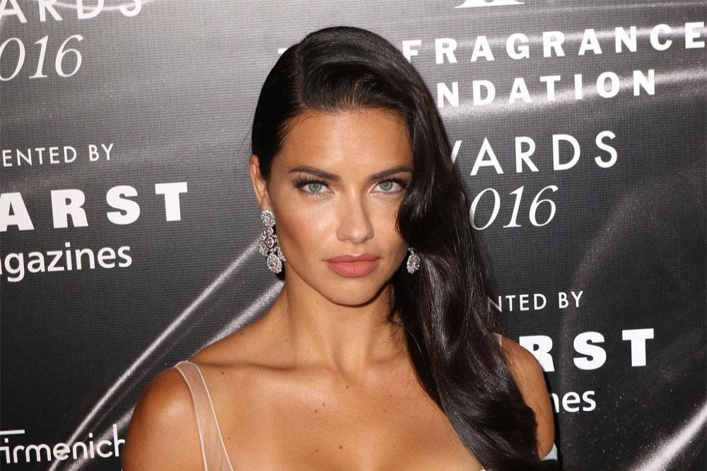 adriana lima at the fragrance foundation awards 2f8feb8a8467