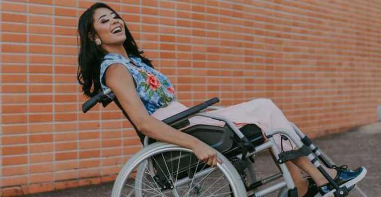 layane dias de 21 anos precisa de uma cadeira de rodas para se locomover 1126947