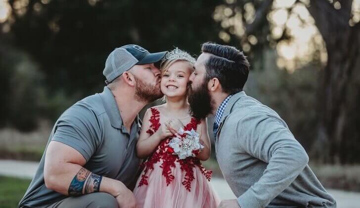 pai e padrasto se tonaram amigos para dar o melhor para a sua filha2
