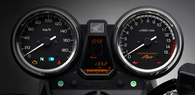 Honda CB 400SF 2018 09