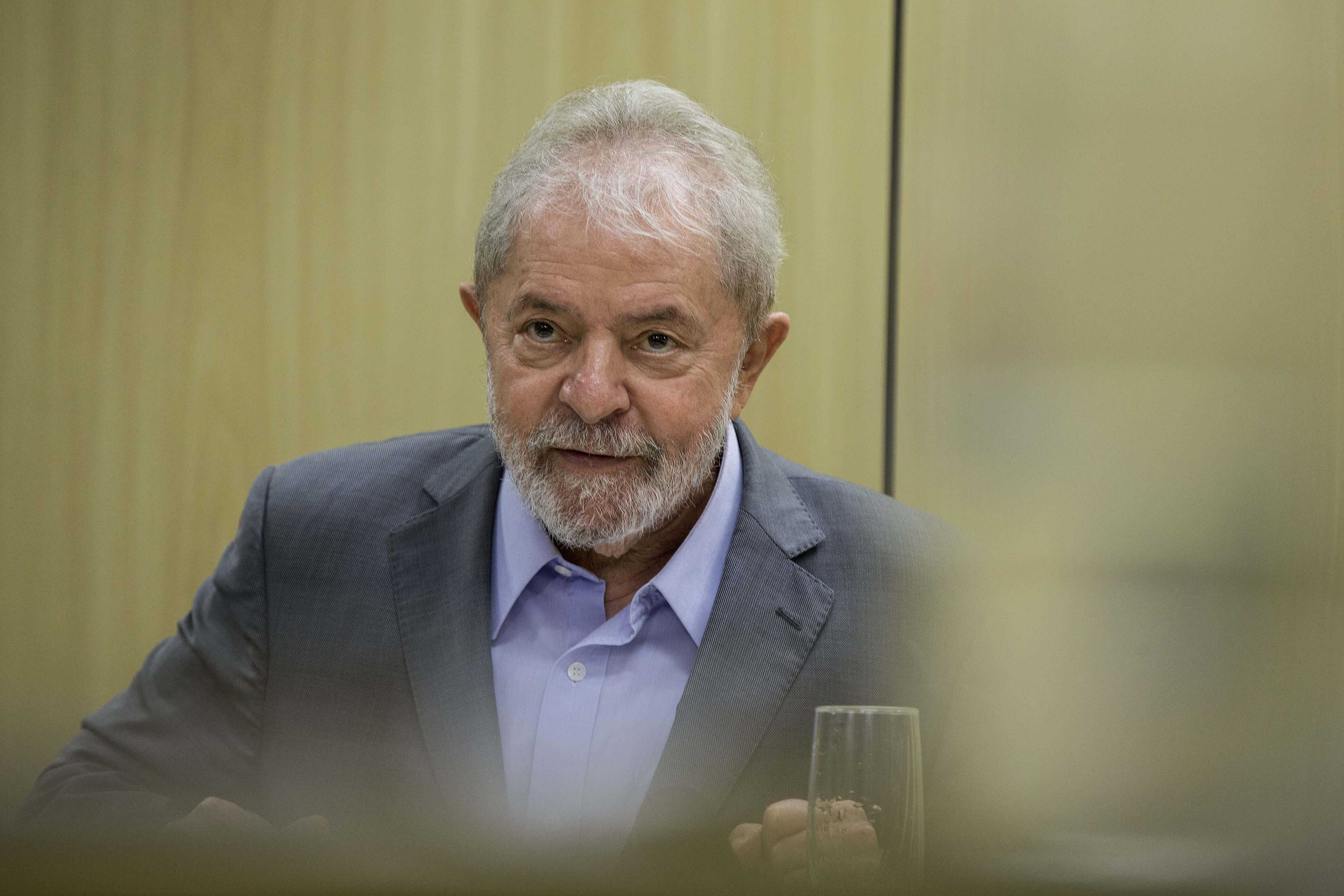 Advogados de Lula avaliam usar decisão do STF para impedir que ele deixe prisão