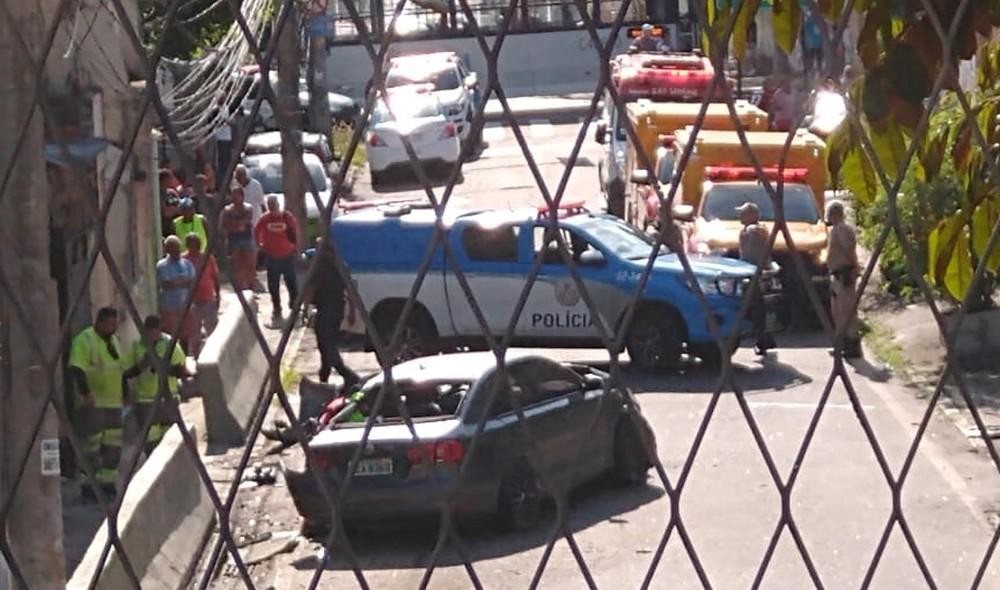 Carro bateu na Saída 2 da Linha Amarela, na Zona Norte do Rio — Foto: Reprodução/Redes sociais