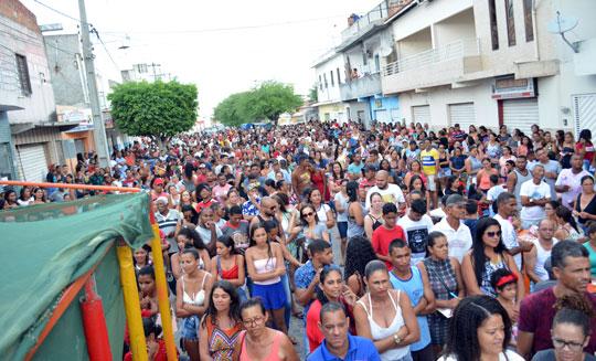 Campanha Natal de Prêmios da CDL de Santaluz atrai multidão