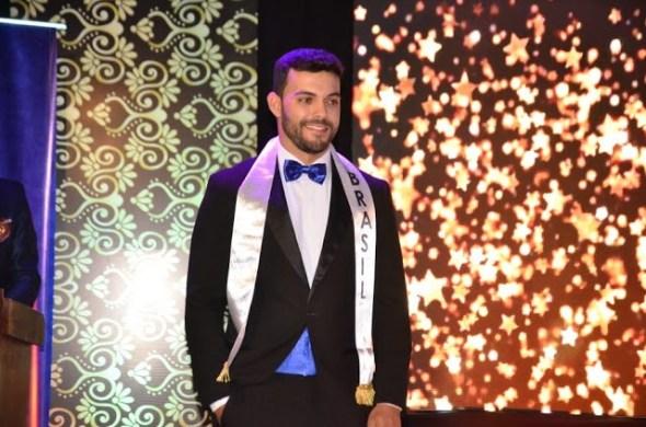 No Equador, Filipe Andrade conquistou o título de Mister Teen Universo