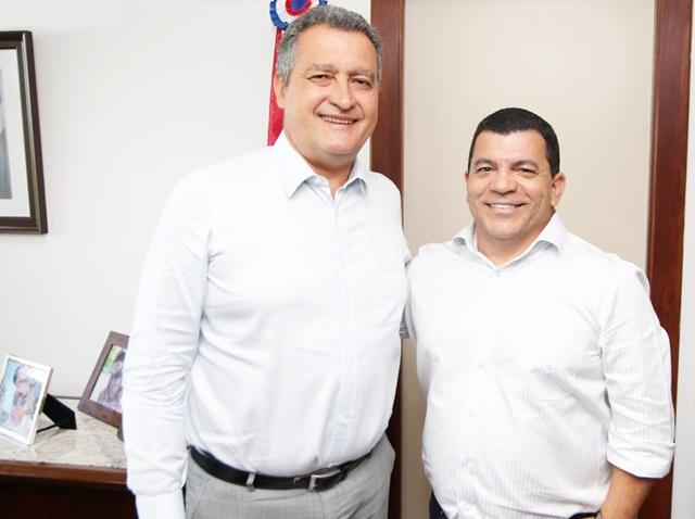 O prefeito de Juazeiro, Paulo Bomfim, se reuniu nesta segunda-feira (16) em Salvador, com o Governador da Bahia, Rui Costa