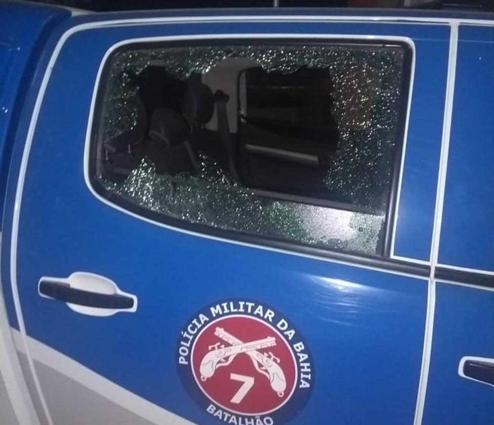 Viatura da PM de Mulungu do Morro foi atacada por quadrilha que explodiu posto bancário na cidade — Foto: Edivaldo Braga/Blogbraga