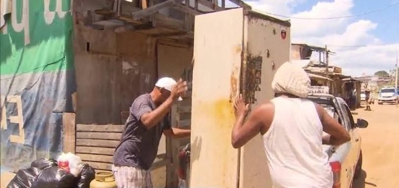 Moradores de comunidade baiana abandonam casas