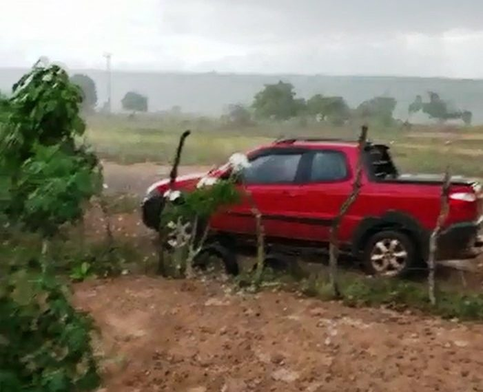 Espanto e admiração com chuva de granizo em Água Fria e Crisópolis