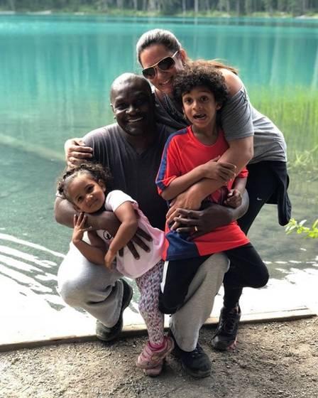 Jacaré com a mulher e os filhos no Canadá Foto: Reprodução/Instagram