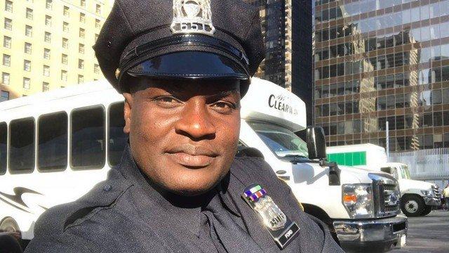 Mulher mostra ex-Jacaré do É o Tchan com uniforme de polícia no Canadá Foto: Reprodução/Instagram